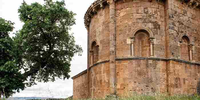 Hermosilla, lujoso ábside románico