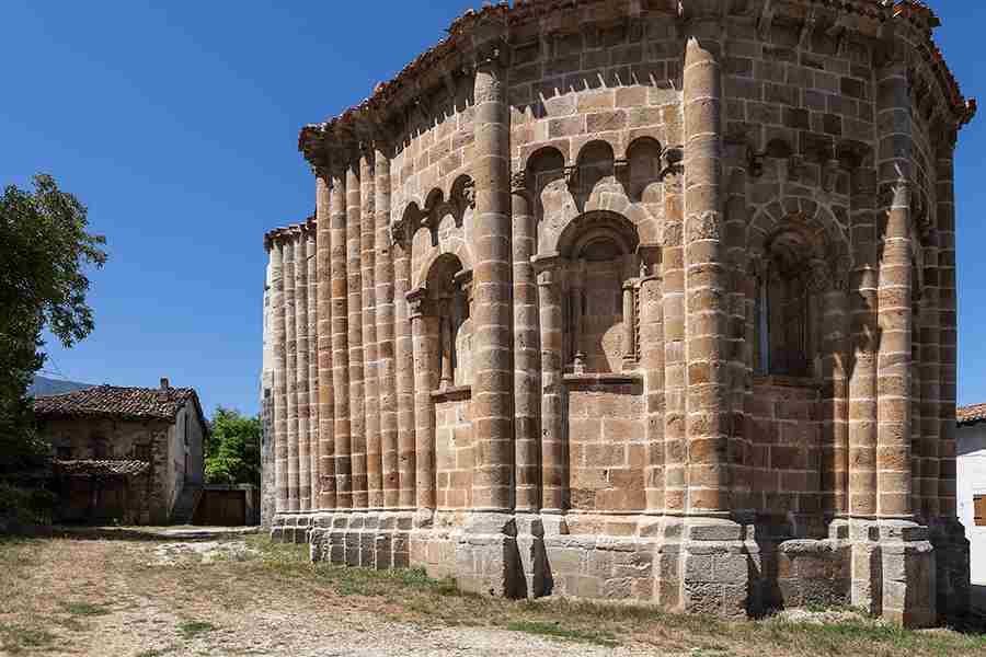 6- Vallejo de Mena, un templo exótico e inacabado
