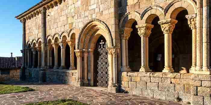 La más bella galería románica de España